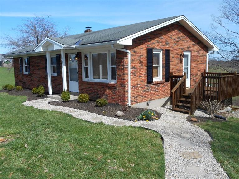 real estate photo 1 for 306 Waterworks Rd Williamstown, KY 41097