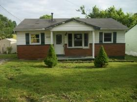Photo 1 for 3023 Highland Dr Maysville, KY 41056
