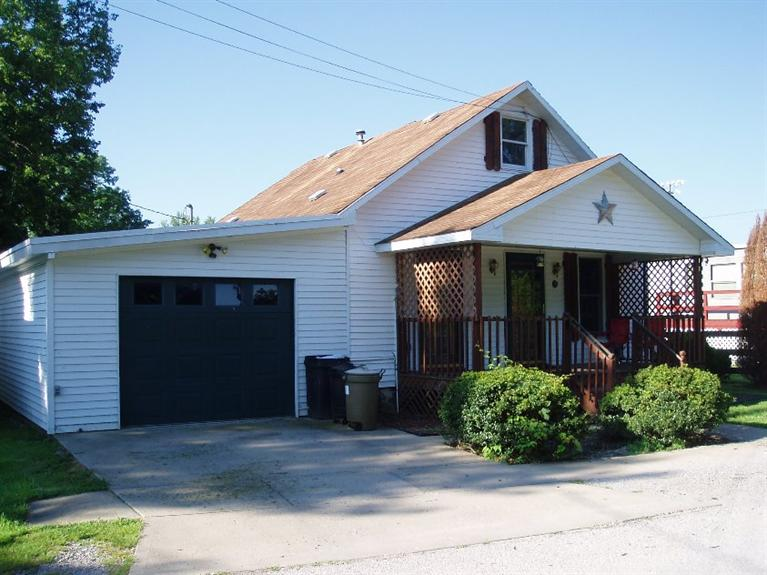 real estate photo 1 for 626 E 2nd St Augusta, KY 41002