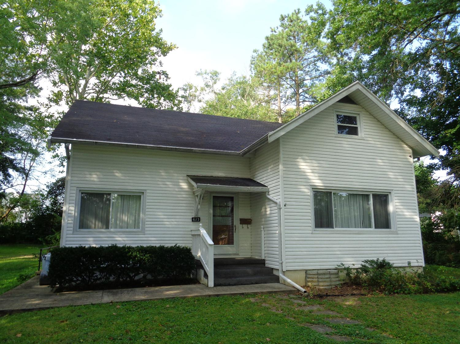 real estate photo 1 for 613 Maple Ave Falmouth, KY 41040