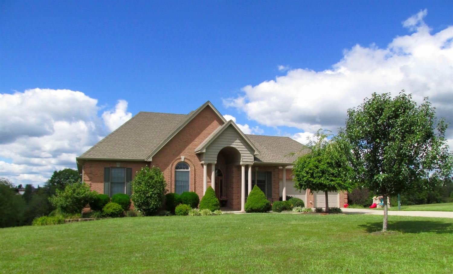 real estate photo 1 for 107 Mohawk Trl Dry Ridge, KY 41035