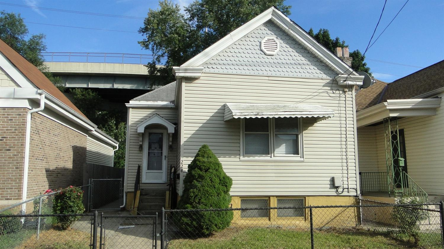 real estate photo 1 for 224 W 12th St Newport, KY 41071