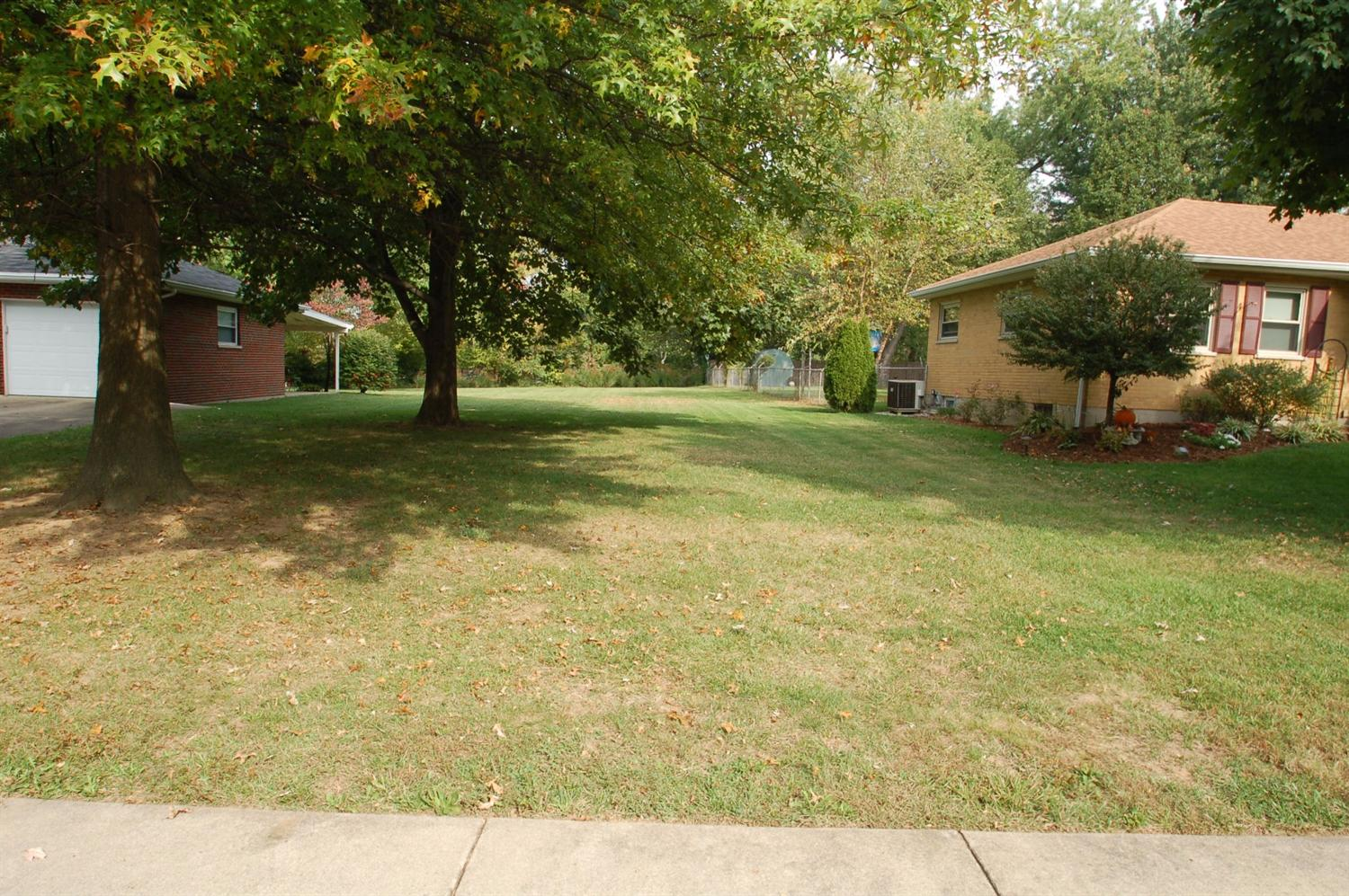 real estate photo 1 for 16 Circle Florence, KY 41042