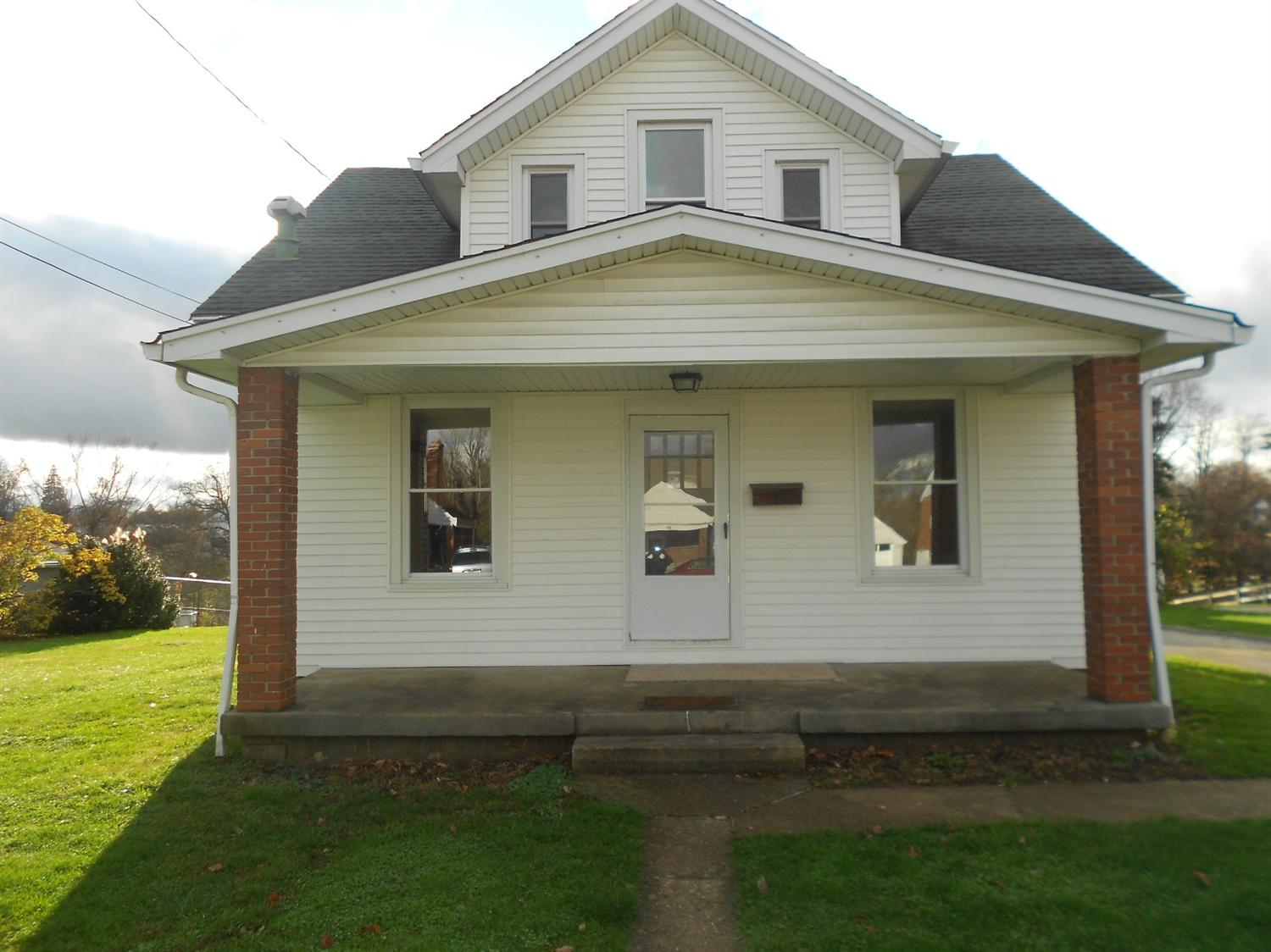 real estate photo 1 for 19 Sanders Dr Florence, KY 41042