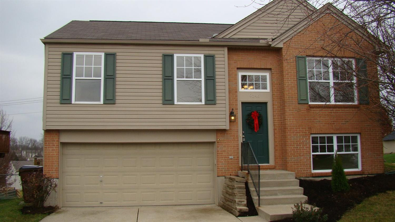 real estate photo 1 for 9246 Hawksridge Dr Covington, KY 41017