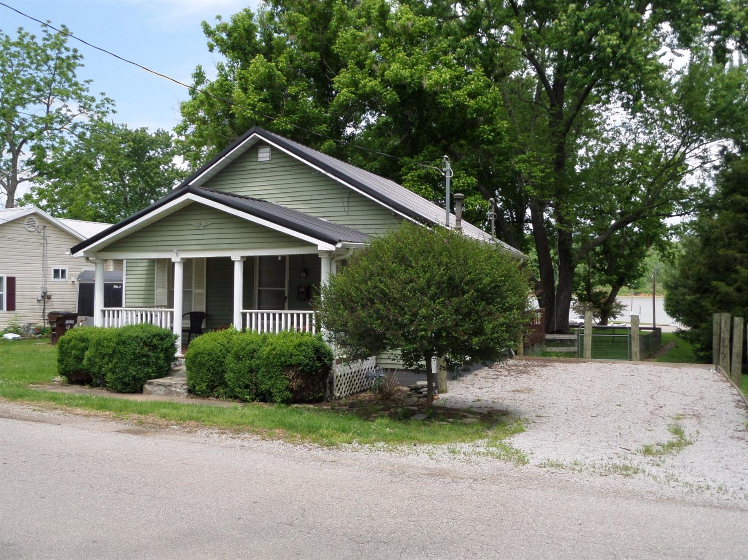 real estate photo 1 for 613 E 2nd St Augusta, KY 41002