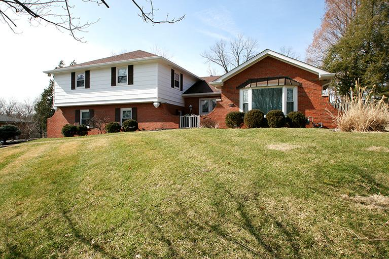real estate photo 1 for 2620 Shaker Rd Lakeside Park, KY 41017