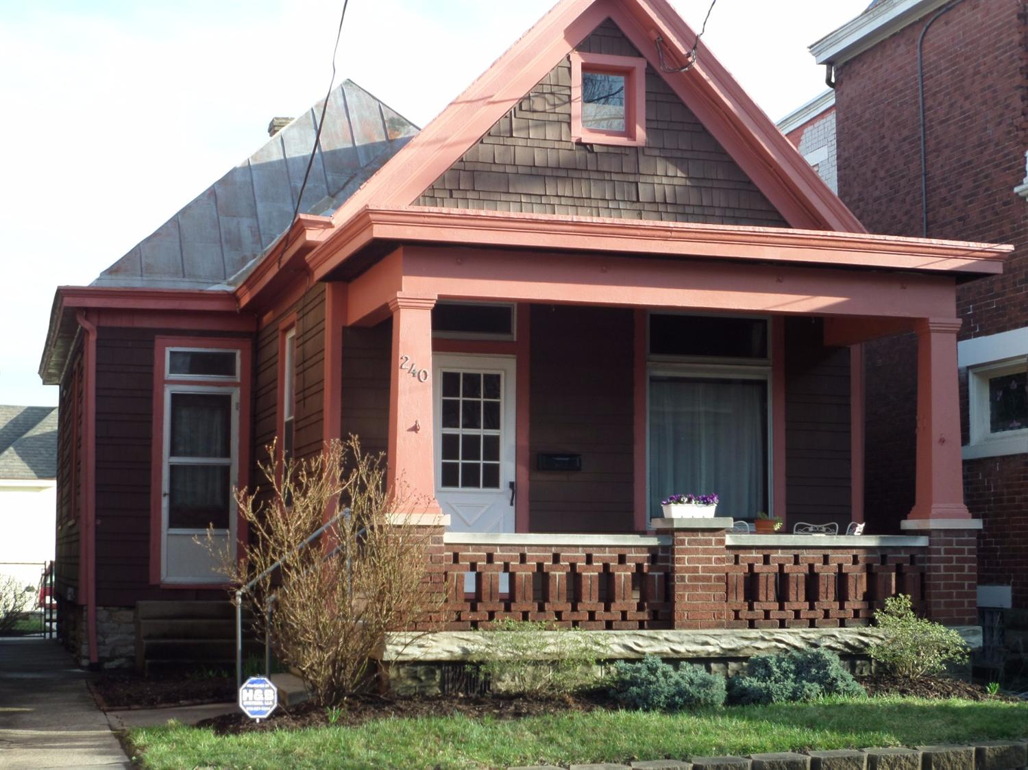 Photo 1 for 240 Walnut St Bellevue, KY 41073