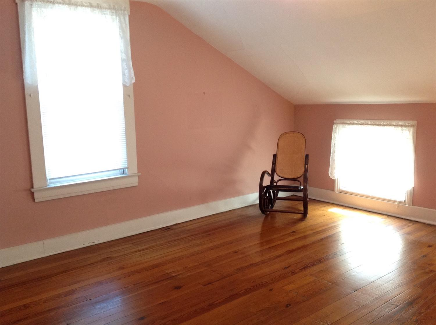 real estate photo 2 for 532 W 13th St Covington, KY 41011