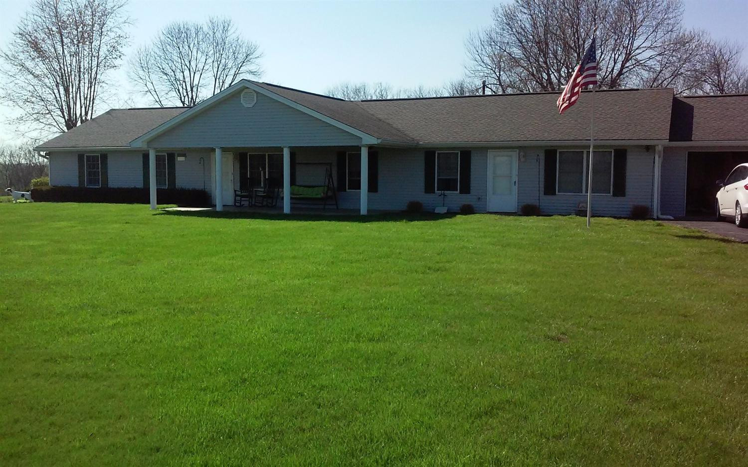 real estate photo 1 for 490 Wainscott Rd Williamstown, KY 41097