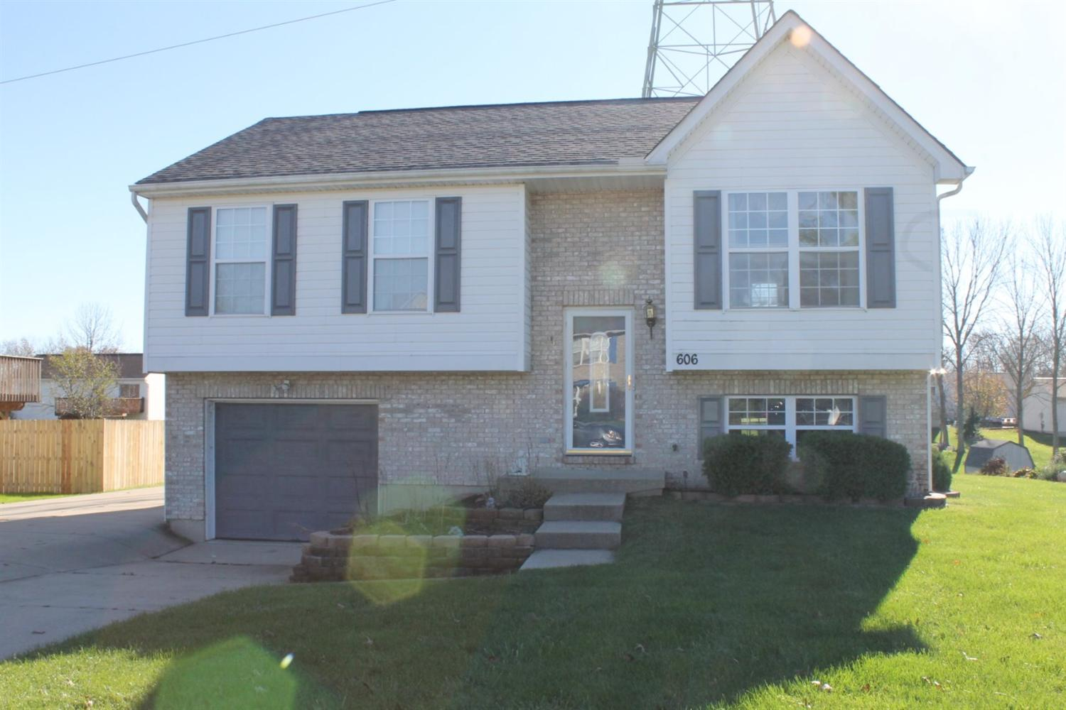 real estate photo 1 for 606 Brookwood Dr Alexandria, KY 41001