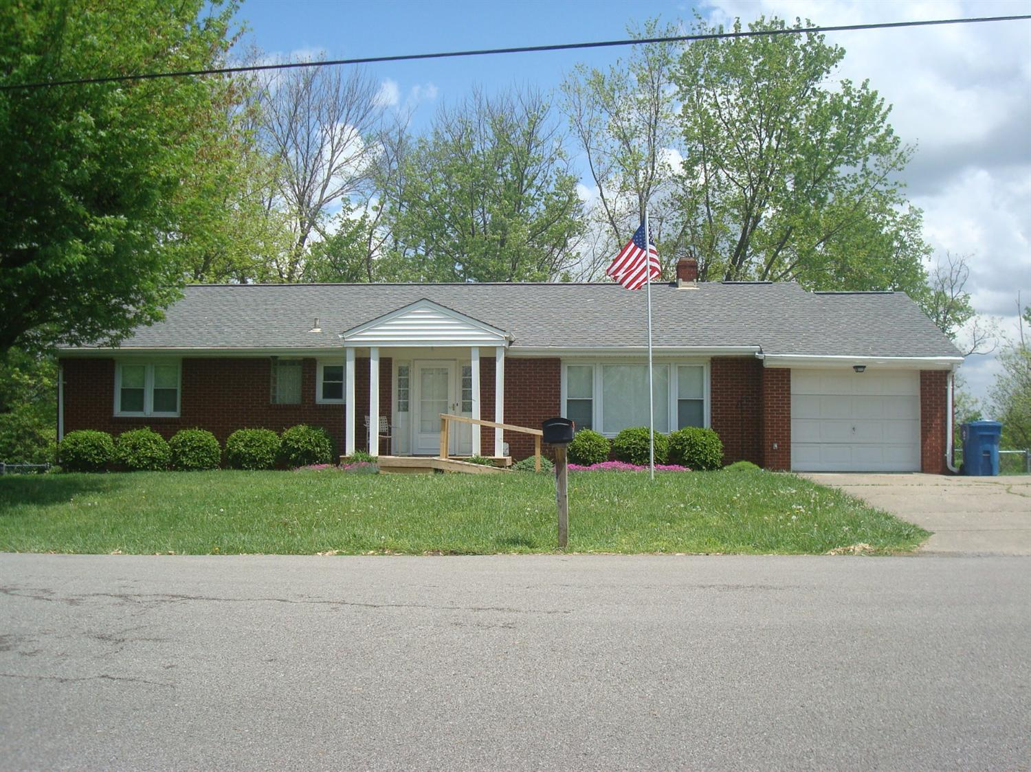 real estate photo 1 for 304 Cynthiana St Williamstown, KY 41097