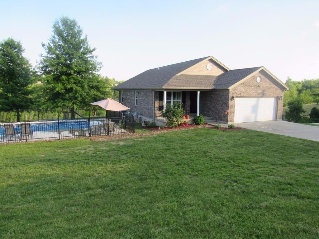 real estate photo 1 for 220 Ridgelea Dr Williamstown, KY 41097