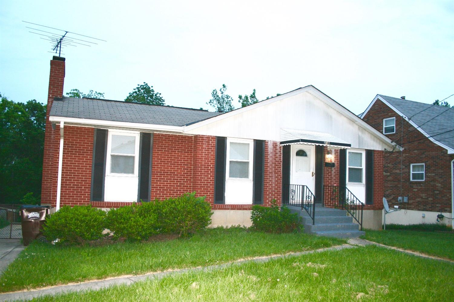 real estate photo 1 for 418 Caldwell Dr Elsmere, KY 41018