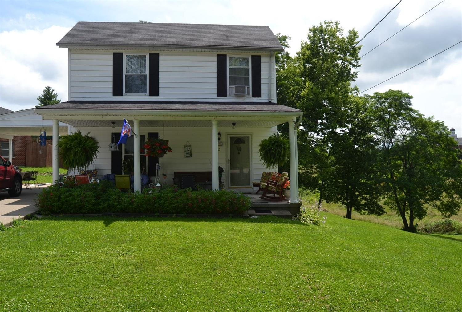 real estate photo 1 for 111 Cynthiana St Williamstown, KY 41097