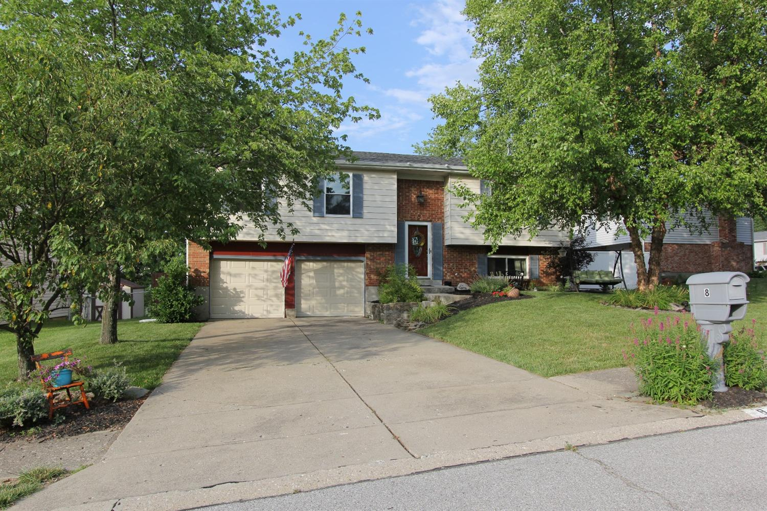 8 Carriage Hill Dr