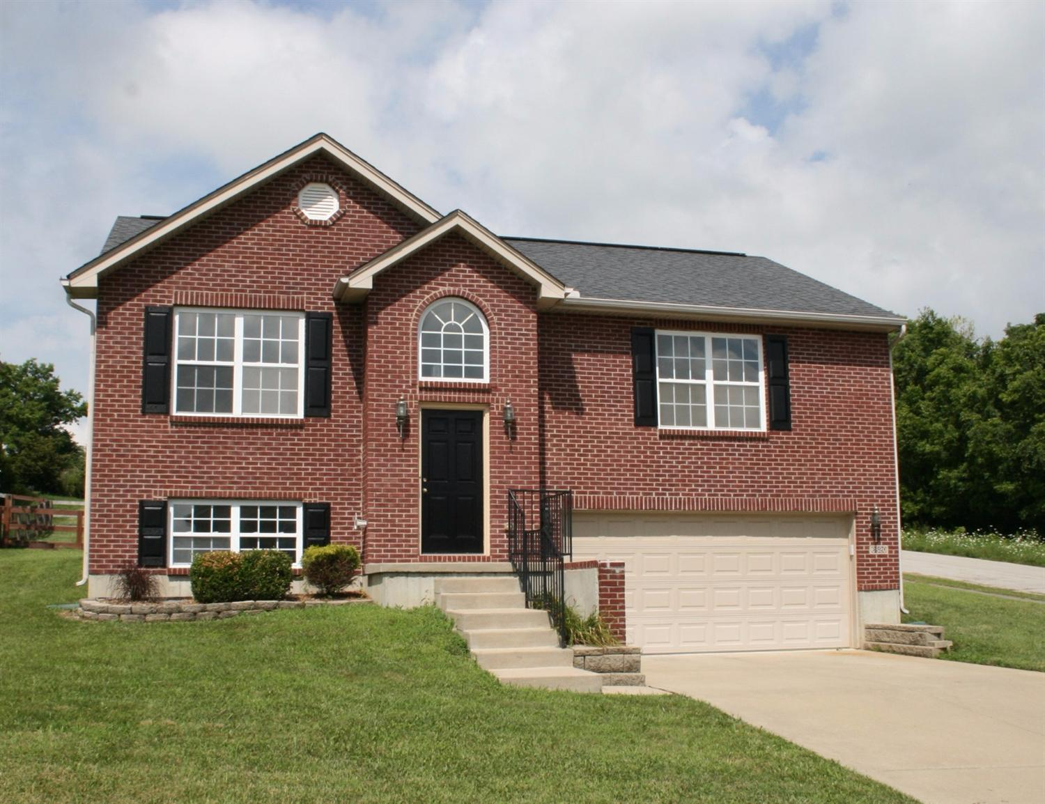 real estate photo 1 for 6620 Tiger Ct Florence, KY 41042
