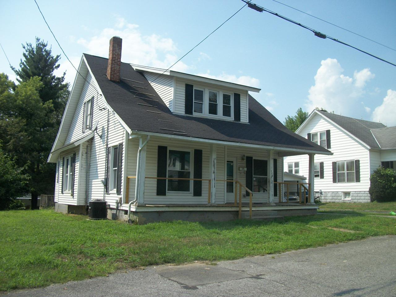 real estate photo 1 for 505 Robbins Ave Falmouth, KY 41040