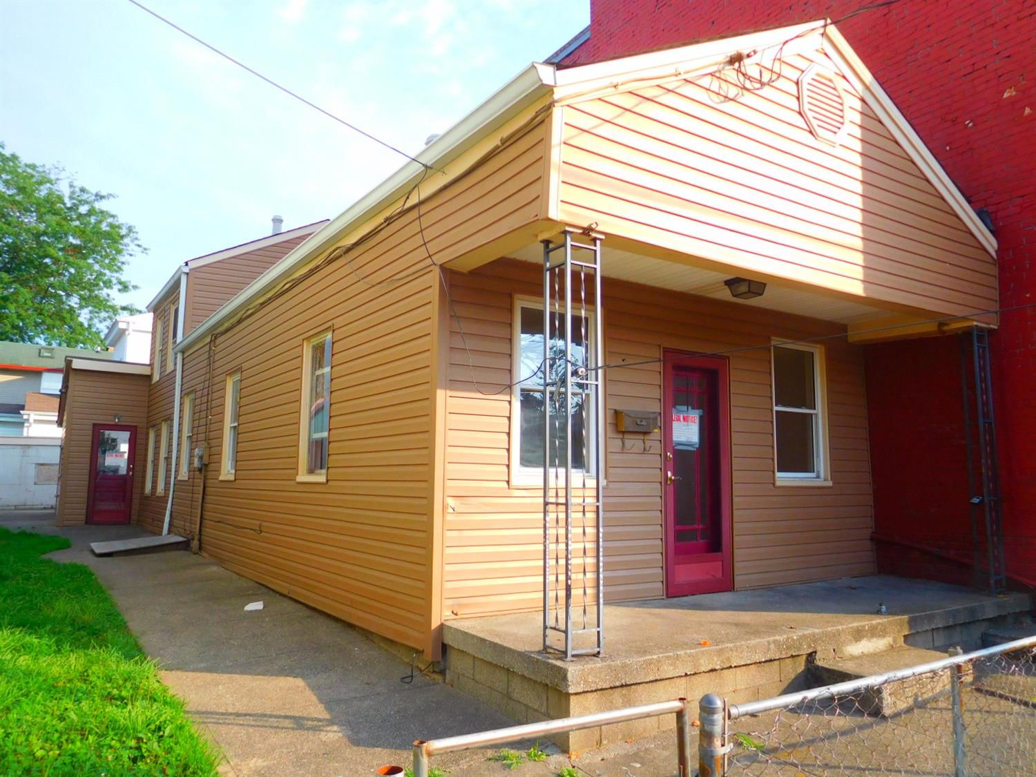 real estate photo 1 for 204 E 7th St Newport, KY 41071