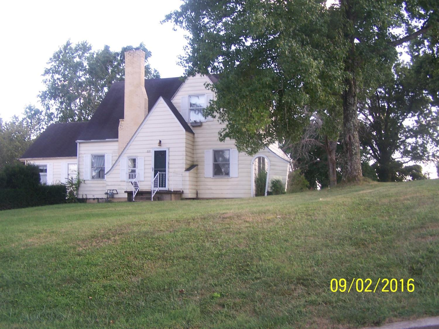 real estate photo 1 for 221 Cynthiana St Williamstown, KY 41097