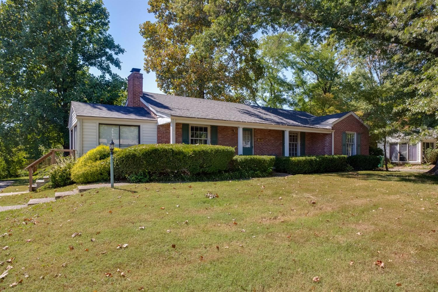 real estate photo 1 for 1702 Devondale Dr Louisville, KY 40222