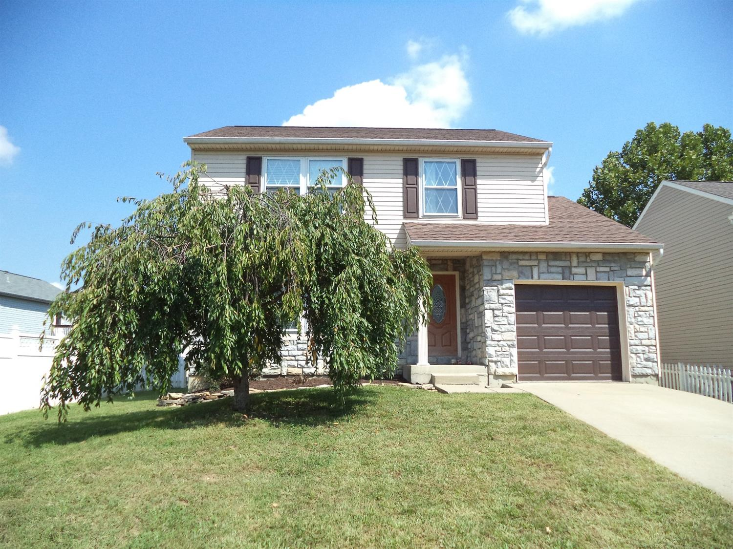 real estate photo 2 for 3734 Jonathan Dr Hebron, KY 41048