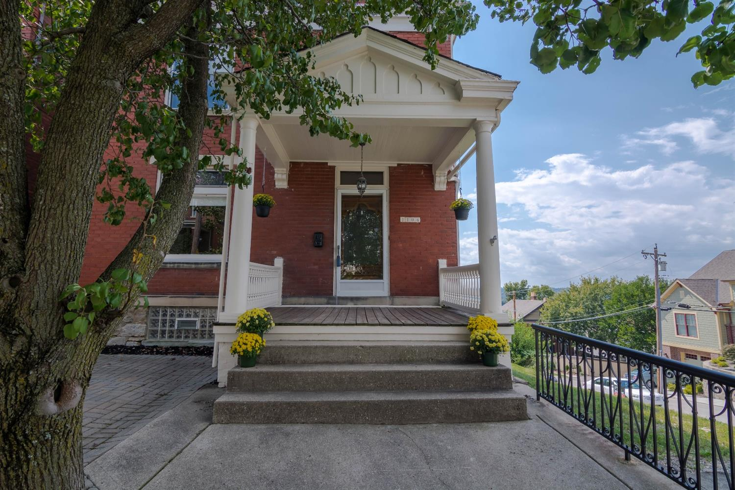 real estate photo 2 for 1104 Vine St Newport, KY 41071