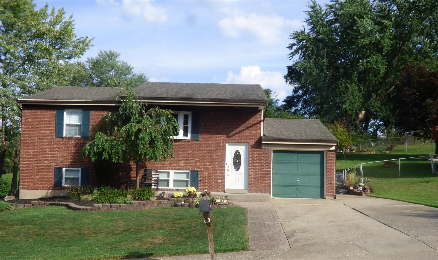 real estate photo 1 for 7707 Ravenswood Dr Florence, KY 41042