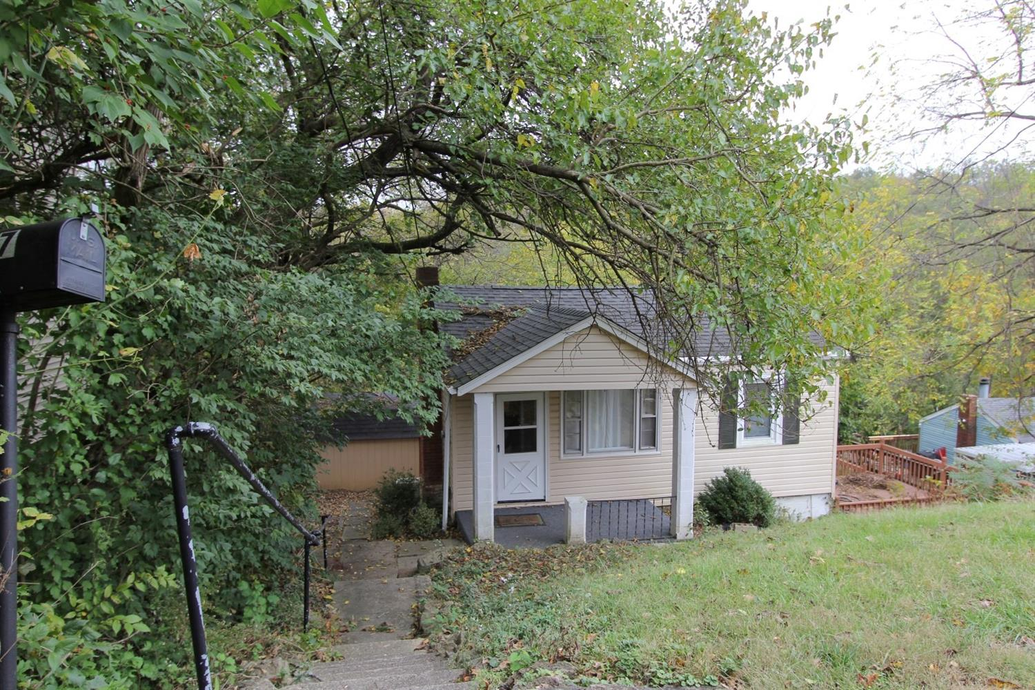 real estate photo 1 for 227 W Walnut St Southgate, KY 41071