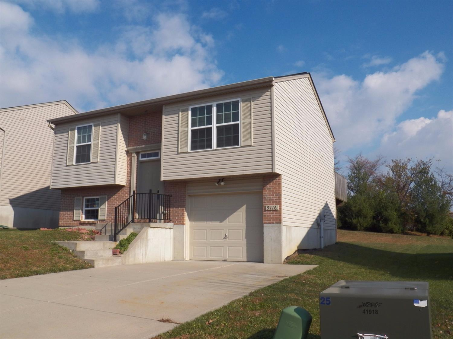 real estate photo 1 for 9116 Susie Dr Florence, KY 41042