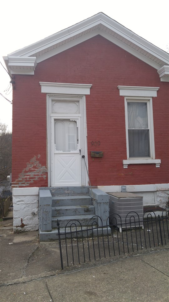 Photo 1 for 909 Leonard St Covington, KY 41011