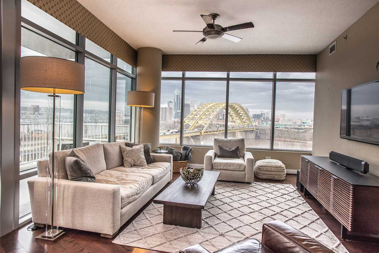 400 Riverboat Row, 901