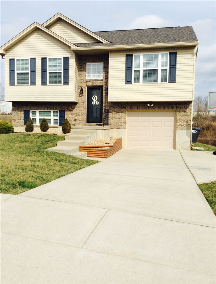 real estate photo 1 for 324 Rocky Pointe Ct Walton, KY 41094