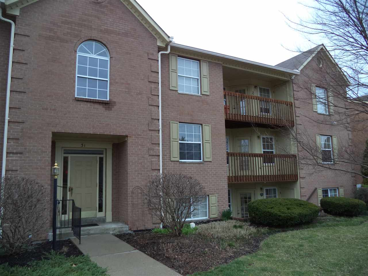 real estate photo 1 for 31 Highland Meadows Cir, 8 Highland Heights, KY 41076