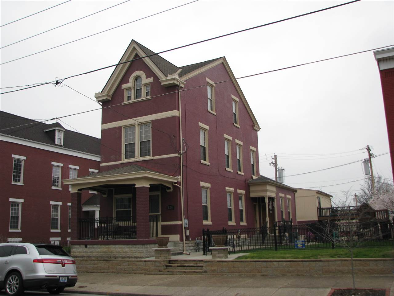 real estate photo 1 for 329 W 9th St Newport, KY 41071