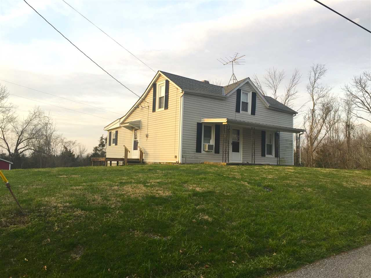 real estate photo 1 for 404 Catawba Rd Falmouth, KY 41040