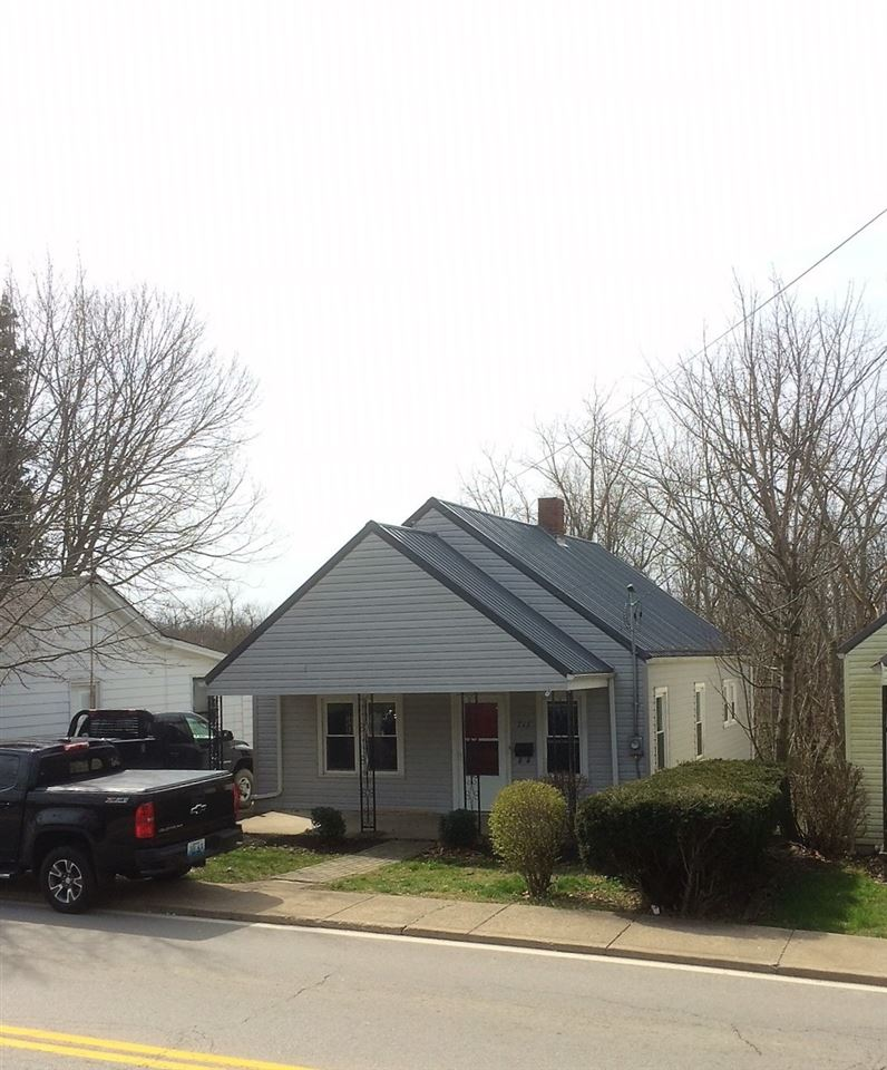 real estate photo 1 for 713 N Main St Williamstown, KY 41097