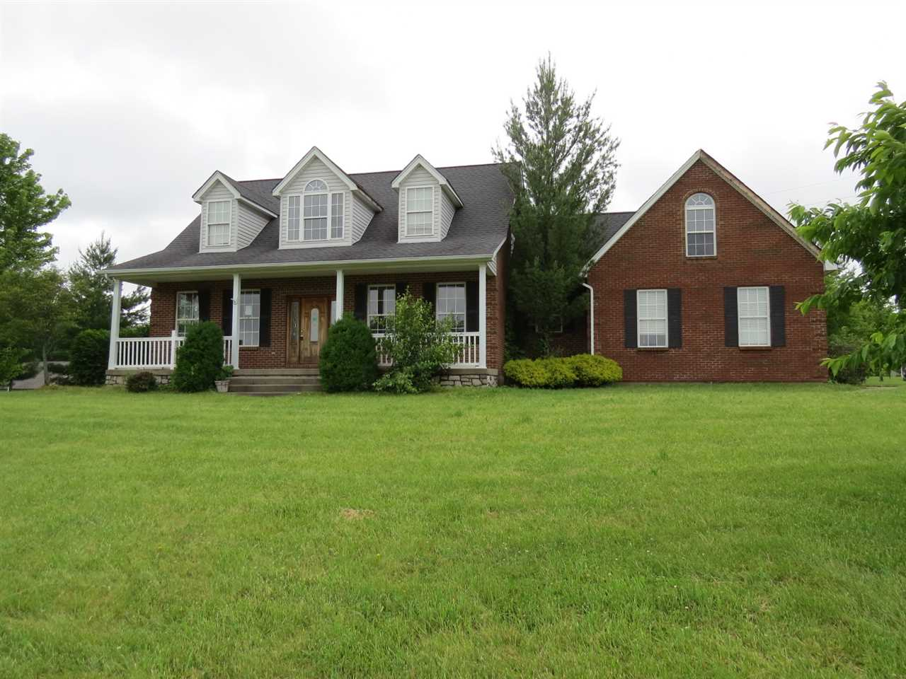 real estate photo 1 for 105 Charles Givins Dr Dry Ridge, KY 41035