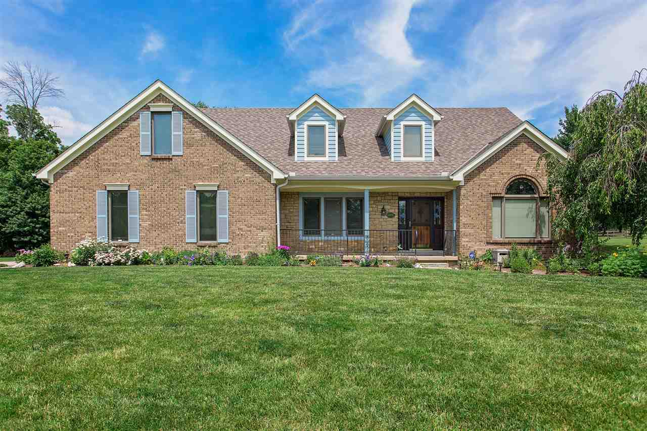 real estate photo 1 for 833 Brittany Trl Florence, KY 41042