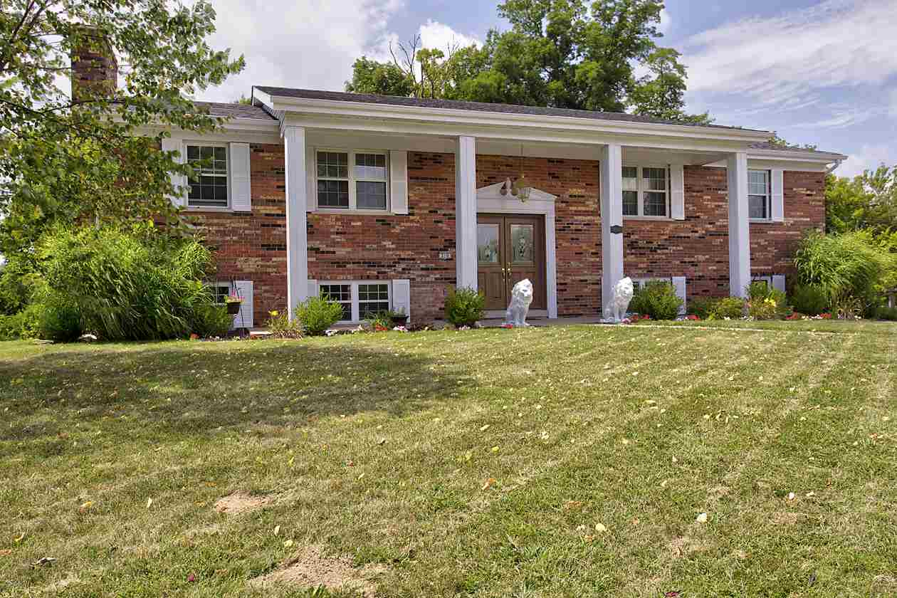 real estate photo 1 for 210 W Dilcrest Cir Florence, KY 41042