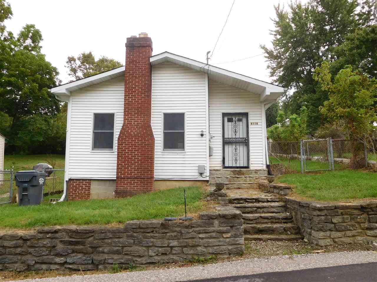 real estate photo 1 for 6118 Grove Rd Covington, KY 41015