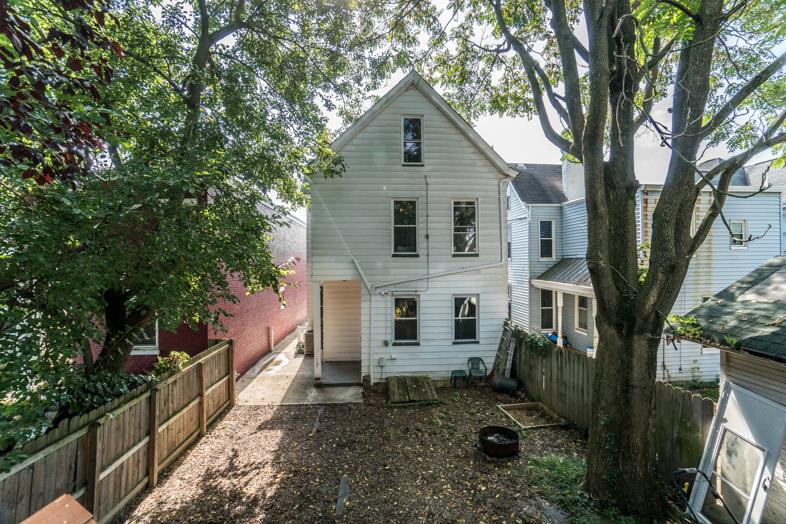 real estate photo 3 for 137 Division St Bellevue, KY 41073