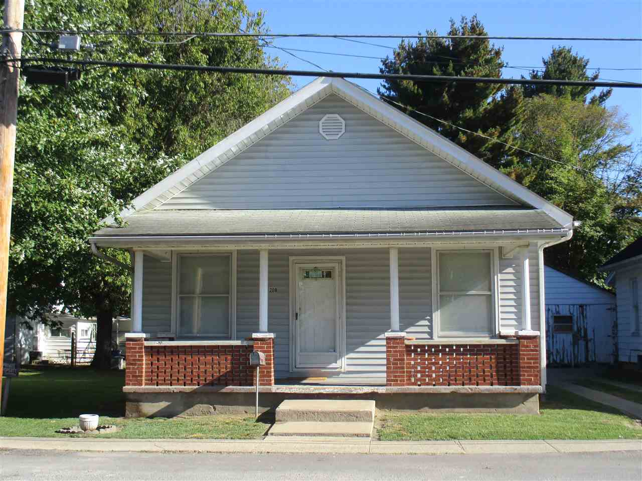 real estate photo 1 for 208 2nd St Falmouth, KY 41040