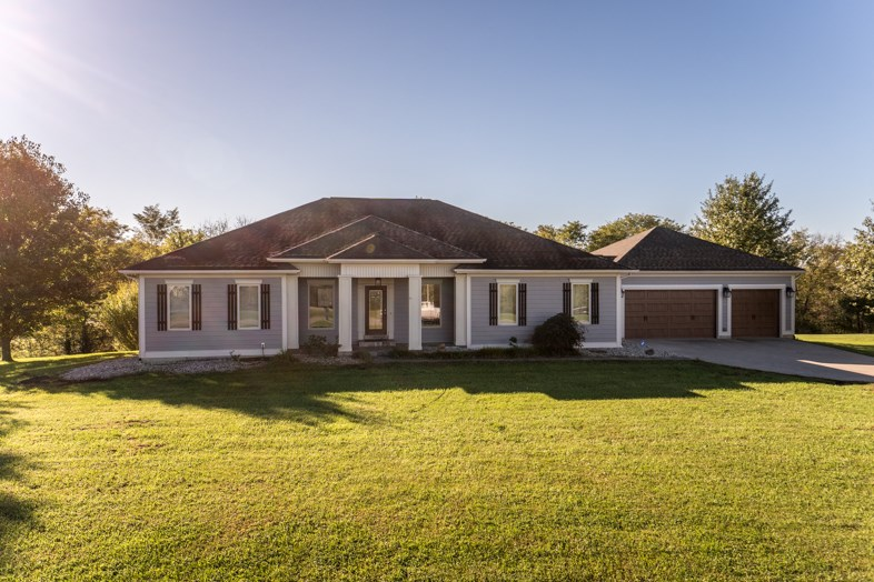 real estate photo 1 for 130 Hunters Trail Dr Dry Ridge, KY 41035