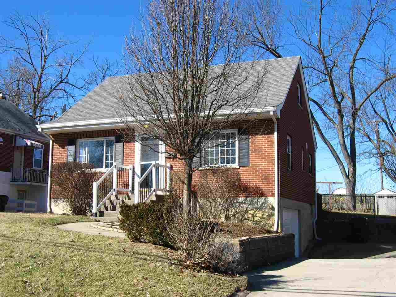 Photo 1 for 304 Swan Cir Elsmere, KY 41018