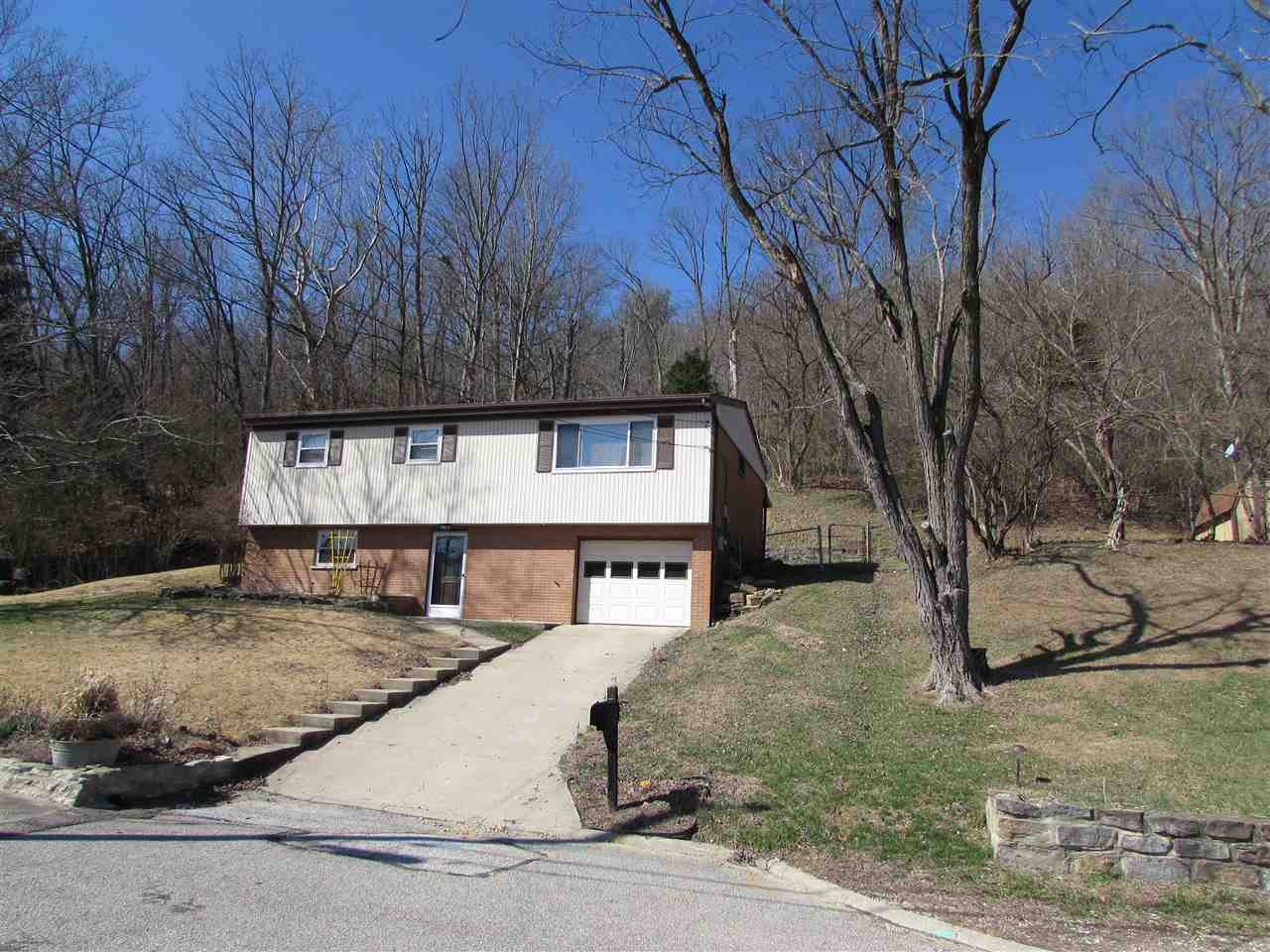 Photo 1 for 7 Beverly Cir Wilder, KY 41071