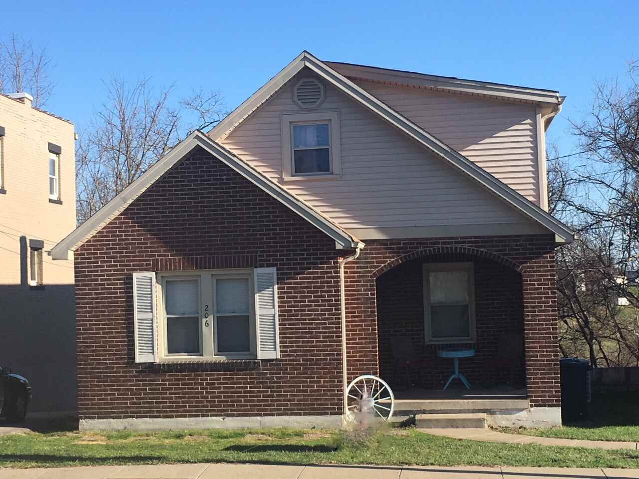 Photo 1 for 206 Main St Williamstown, KY 41097