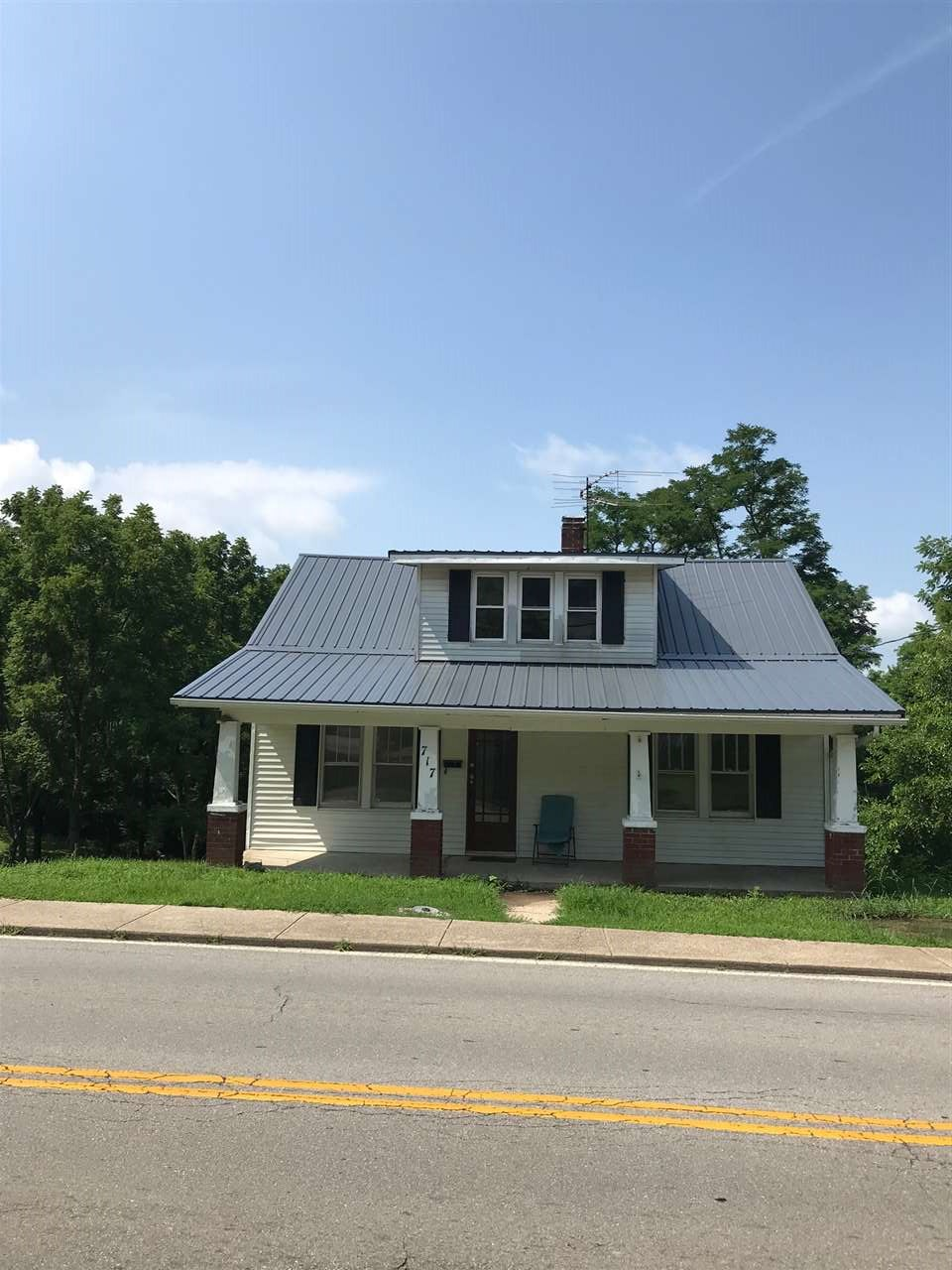 Photo 1 for 717 N Main Williamstown, KY 41097