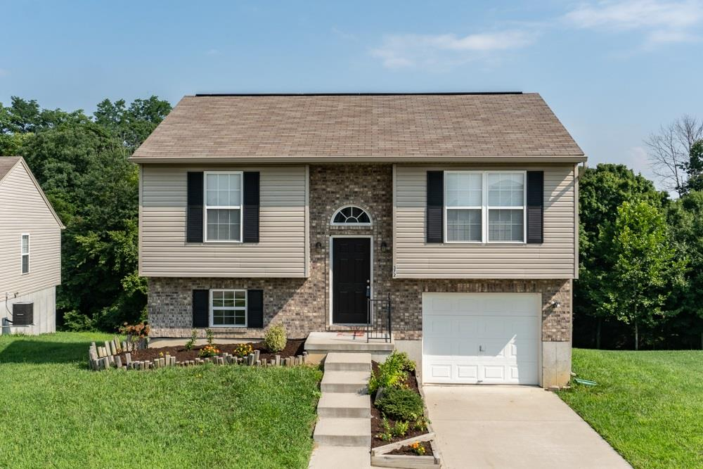 Photo 1 for 372 Rocky Pointe Ct Walton, KY 41094