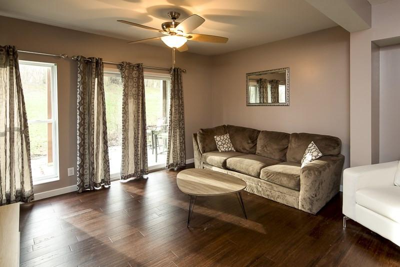 Photo 2 for 60 Livingston Ln, B Highland Heights, KY 41076